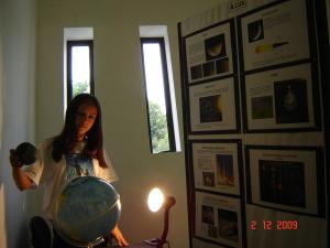 Imagem da Exposição sobre Astronomia representação do Eclipse Solar