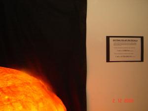 Imagem da Exposição sobre Astronomia representação do Sol em escala