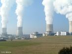 Usina nuclear é uma usina geradora de energia elétrica que utiliza reatores nucleares para aquecer a água e movimentar turbinas geradoras de energia. <br /><br /> Palavras-chave: Eletromagnetismo, usina nuclear, geração de energia, física atômica, energia elétrica.