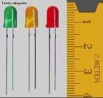 LEDs são diodos emissores de luz. São muito utilizados como indicadores de funcionamento de circuitos eletrônicos.   <br /><br />  Palavras-chave: Eletromagnetismo, luz, diodo, semicondutor, elétrons, energia, fótons, eletrônica.