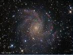 É uma grande galáxia espiral localizada na constelação do Cepheus. <br /><br />  Palavras-chave: Astronomia, movimento, gravitação universal, galáxia, NGC 6946.