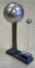 O gerador de Van de Graaff é um equipamento utilizado em experimentos para criar eletricidade estática. <br /><br />  Palavras-chave: Eletromagnetismo, carga elétrica, volt, Van de Graaff, gerador, eletricidade.