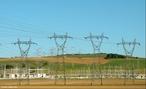 São equipamentos (torres e cabos) que permitem transportar energia elétrica à longas distância. <br /><br />  Palavras-chave:  Eletromagnetismo, energia elétrica, eletricidade, potência, corrente elétrica, usina, cabos, torres, subestações, tensão, transformador.