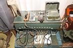 Em 1836, Samuel F. B. Morse e Alfred Vail desenvolveram um telégrafo elétrico que enviava pulsos de corrente elétrica e controlavam um eletroimã localizado ao final de um cabo telegráfico. <br /><br />  Palavras-chave:  Eletromagnetismo, eletroímãs, corrente elétrica.