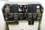 É um conjunto de instrumentos disponibilizados aos pilotos para obtenção de informações auxiliares e também de controle da aeronave. <br /><br /> Palavras-chave: Altura, pressão, distância, velocidade, temperatura.