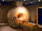 É um método de diagnóstico por imagem que não utiliza radiação e permite retratar imagens de alta definição dos órgãos de seu corpo. O equipamento que realiza o exame trabalha com campo magnético.  <br /><br /> Palavras-chave: Eletrodinâmica, eletricidade, ressonância, radiação, campos, diagnósticos.