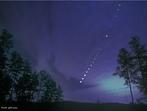 Um eclipse lunar ocorre quando existe um alinhamento entre o Sol, a Terra e a Lua de forma em que a Terra fique entre a Lua e o Sol formando um cone de sombra sobre a Lua cheia. <br /> <br /> Palavras-chave: Astronomia, eclipse, Sol, Terra, lua, umbra, penumbra, sombra, gravitação universal.