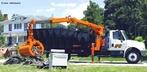 Um guindaste ou grua é um equipamento utilizado para a elevação e a movimentação de cargas e materiais pesados, usando uma ou mais máquinas simples para criar vantagem mecânica e então mover cargas além da capacidade humana.   Palavras-chave: Movimento, alavanca, força.