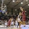 O basquete é um dos esportes mais praticados no mundo cujo lançamento da bola para marcação de pontos é equivalente ao lançamento de projéteis normalmente estudado na física.