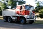 Veículo automóvel destinado ao transporte de cargas pesadas.