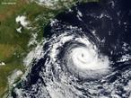 Segundo cientistas o ciclone extratropical que atingiu a Região Sul do Brasil em março de 2004 foi classificado como furacão categoria 1, fazendo Catarina o primeiro furacão extratropical conhecido. <br /> <br /> Palavras-chave: Termodinâmica, ciclone, furacão, oceano, velocidade, vento, pressão, chuva, umidade do ar, vapor de água, nuvens, energia, tempestade, calor, ondas, amplitude.