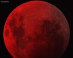 Um eclipse lunar ocorre quando existe um alinhamento entre o Sol, a Terra e a Lua de forma em que a Terra fique entre a Lua e o Sol formando um cone de sombra sobre a Lua cheia. <br /><br /> Palavras-chave: Astronomia, eclipse, Sol, Lua, Terra, umbra, penumbra, sombra, gravitação universal.