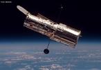 O Telescópio Espacial Hubble visto do Vaivém espacial Discovery durante a missão STS-82.   <br /><br /> Palavras-chave: Satélite, telescópio, luz, espaço, gravitação universal, astros, potência, refletor, energia.