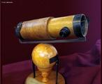 O telescópio Newtoniano é um tipo de telescópio refletor que utiliza um espelho parabólico primário e um espelho plano diagonal secundário que leva a luz até o olho do observador.  <br /> <br /> Palavras-chave: Luz, espelho plano, espelho parabólico, telescópio, astronomia, óptica.
