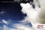 Resultado da condensação do vapor de água. <br /><br /> Palavras-chave: Calor, mudança de fase, condensação, vapor d'água, nuvem, meteorologia, moléculas, íons.